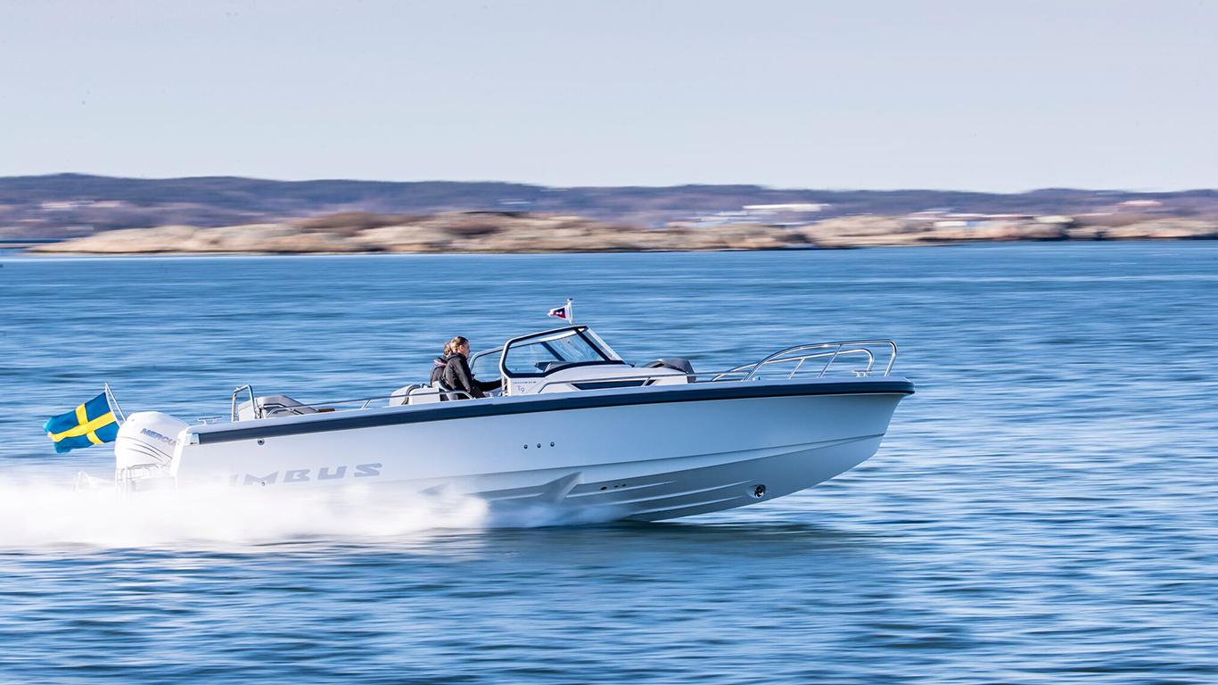 Nimbus Tender 9 i full fart på sjön