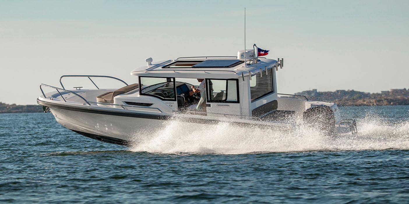 Nimbus commuter 9 körs på vattnet