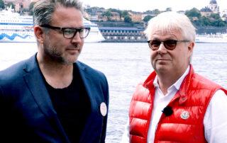 Två män står vid vattnet i Stockholm